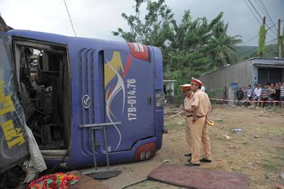 Xe khách tông nhà dân 38 người bị thương đã chạy quá tốc độ