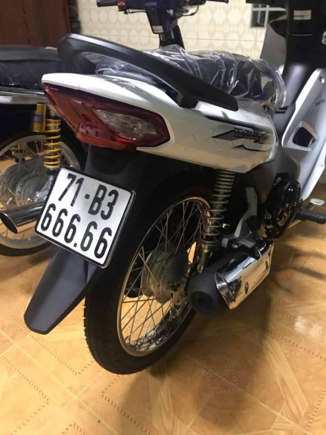 Xe máy rẻ đeo biển khủng, đẳng cấp dân chơi 'Hai Lúa'