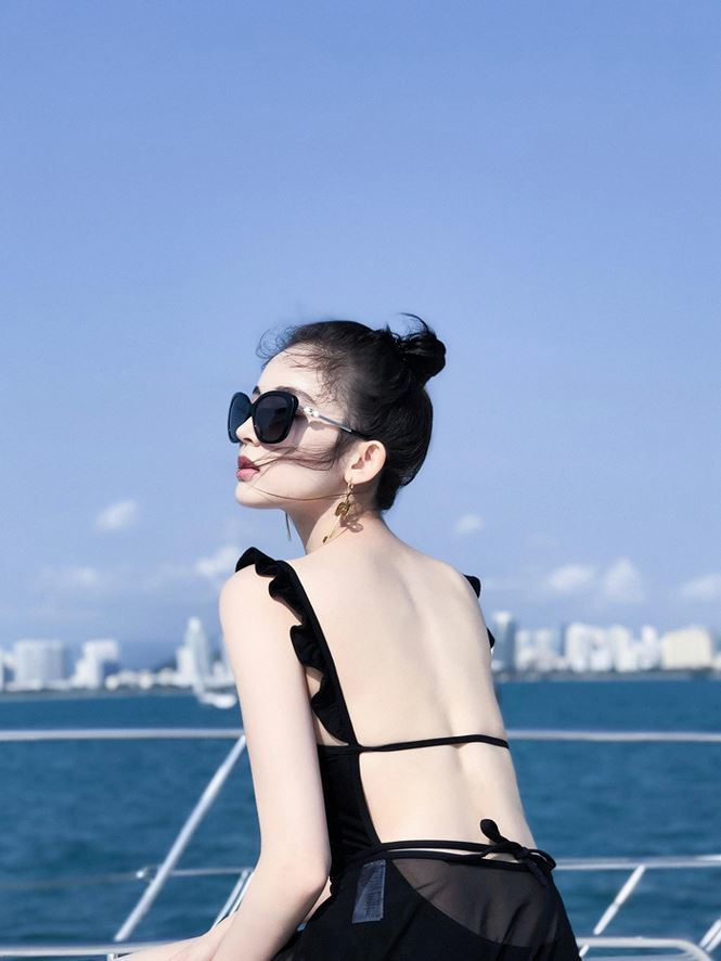 'Mỹ nhân Tân Cương' khoe dáng nuột nà với bikini