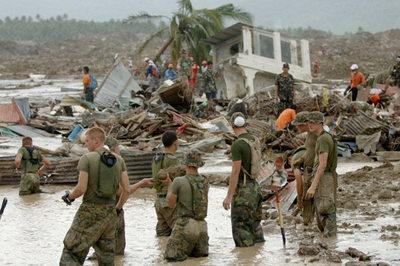 Ngày này năm xưa: Hàng nghìn người bị lở đất 'nuốt chửng'