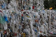 Thị trấn 'bẩn' nhất thế giới, rác 'cao' hơn tháp Eiffel