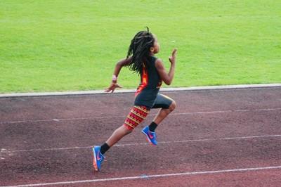 Cậu bé 7 tuổi chạy nhanh nhất thế giới gây xôn xao giới thể thao