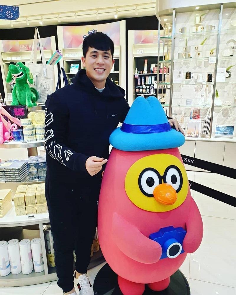 Lễ kỷ niệm ngọt ngào của Văn Thanh và cô chủ spa tại Hàn Quốc