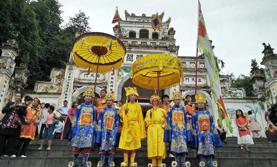 Nghi lễ rước vua giả có một không hai tại Hà Nội