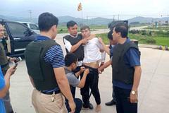 Hàng trăm cảnh sát vây ráp kẻ buôn ma túy ôm súng cố thủ trong xe