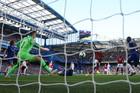 """MU thất thế trước Chelsea, Solskjaer """"hành"""" các tiền đạo"""