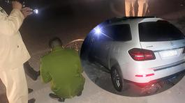 Mercedes tông liên hoàn, người phụ nữ đang mua rau chết thảm