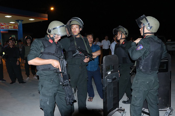 Vụ buôn ma túy ôm súng cố thủ trên xe: Tạm giữ hình sự 3 người