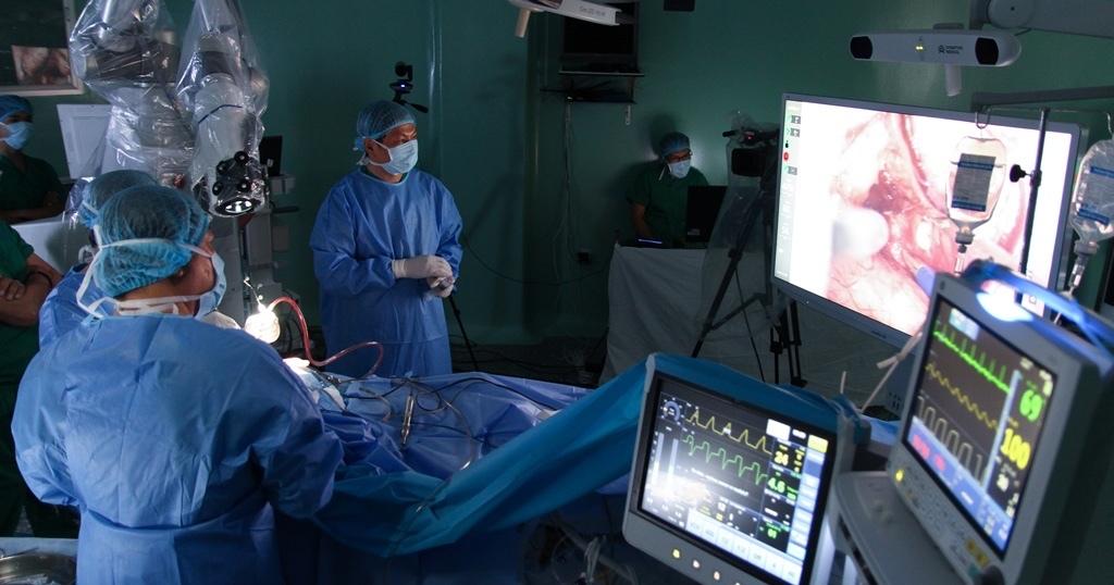 Bệnh viện Sài Gòn đưa robot phẫu thuật u não lần đầu tiên ở Châu Á