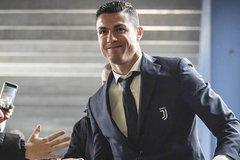 Barca cảnh báo đấu MU, fan phẫn nộ vì Ronaldo