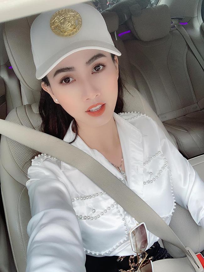 Người đẹp được bạn trai về quê Tiền Giang tặng nhẫn 5,5 tỷ giàu cỡ nào?