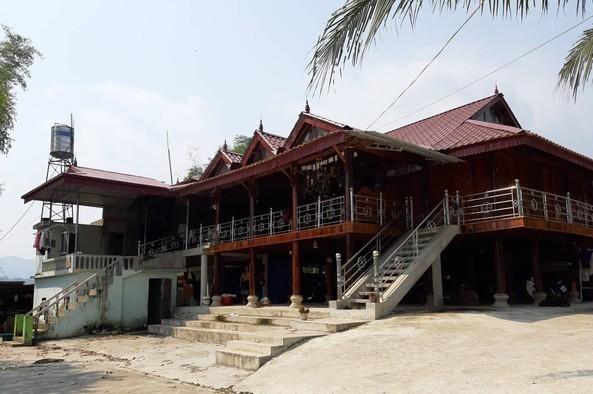 Bố đẻ sát hại con 10 tháng tuổi trong nhà tắm ở Điện Biên