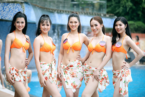 Các người đẹp Kinh Bắc khoe đường cong với bikini