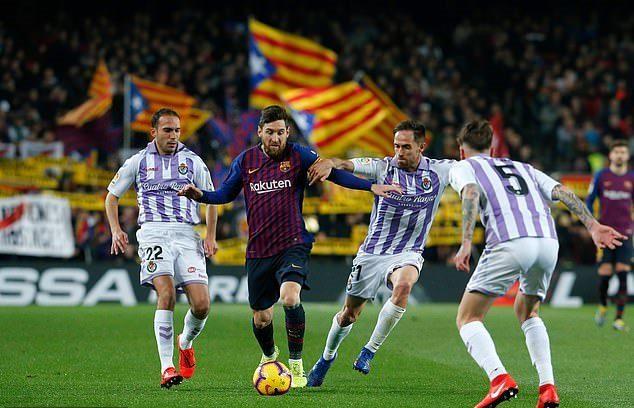 Đá hỏng 11m, Messi vẫn sắm vai người hùng Barca