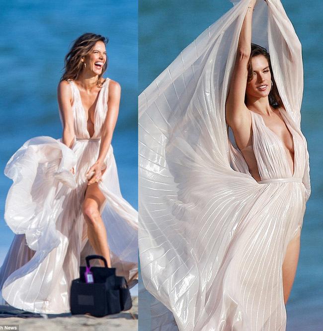 Người mẫu bikini đang chụp bị lợn cắn, sóng úp trôi người lẫn đồ
