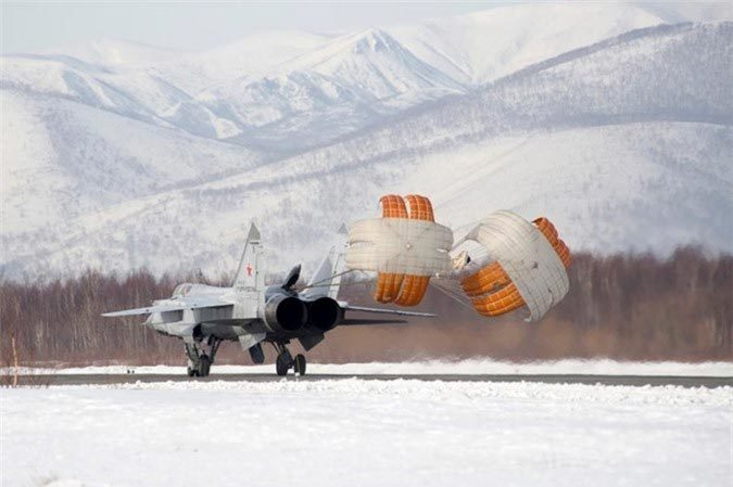 """""""Sát thủ"""" Mig-31 có thể bắn tên lửa siêu thanh Kinzhal"""