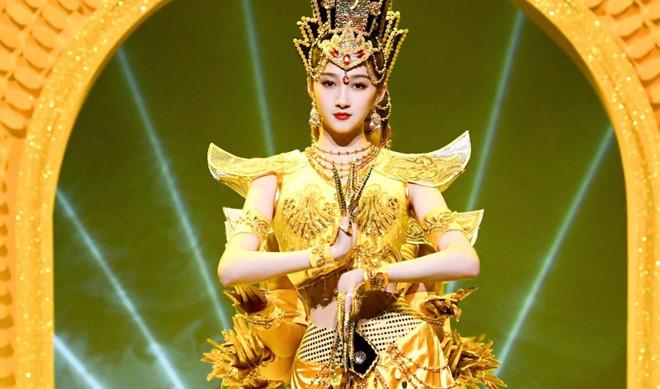 Mỹ nhân Quan Hiểu Đồng bị phản đối khi múa 'Phật bà nghìn tay'