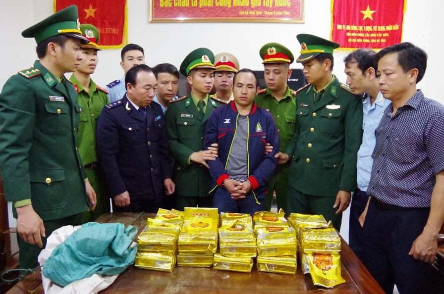 Hà Tĩnh: Bắt đối tượng vận chuyển gần 300kg ma túy đá
