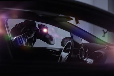 Ngủ trong ô tô, bị trộm lấy mất xe mà không biết