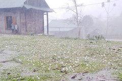 Mưa đá, giông lốc cấp 7 quét qua Lào Cai, làm tốc nhiều mái nhà