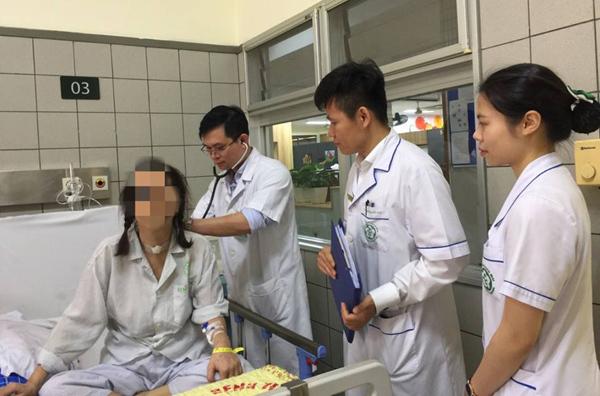 Đau vai gáy 6 năm, nữ thợ may Hưng Yên không ngờ nguy kịch