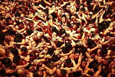 """Hình ảnh lễ hội """"khỏa thân"""" Nhật đông cả vạn người"""