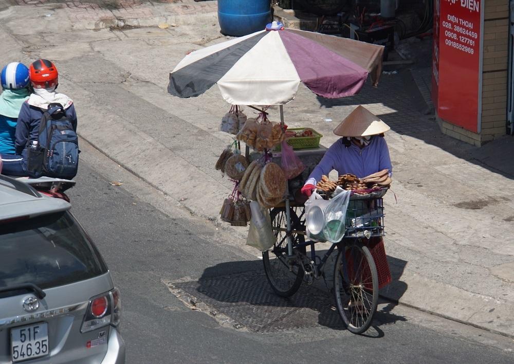 Sài Gòn nắng rát mặt ngày đầu năm