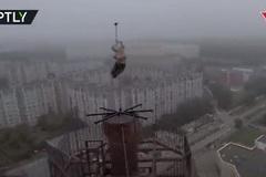 Thót tim với màn múa cột 'tử thần' của cô gái người Nga