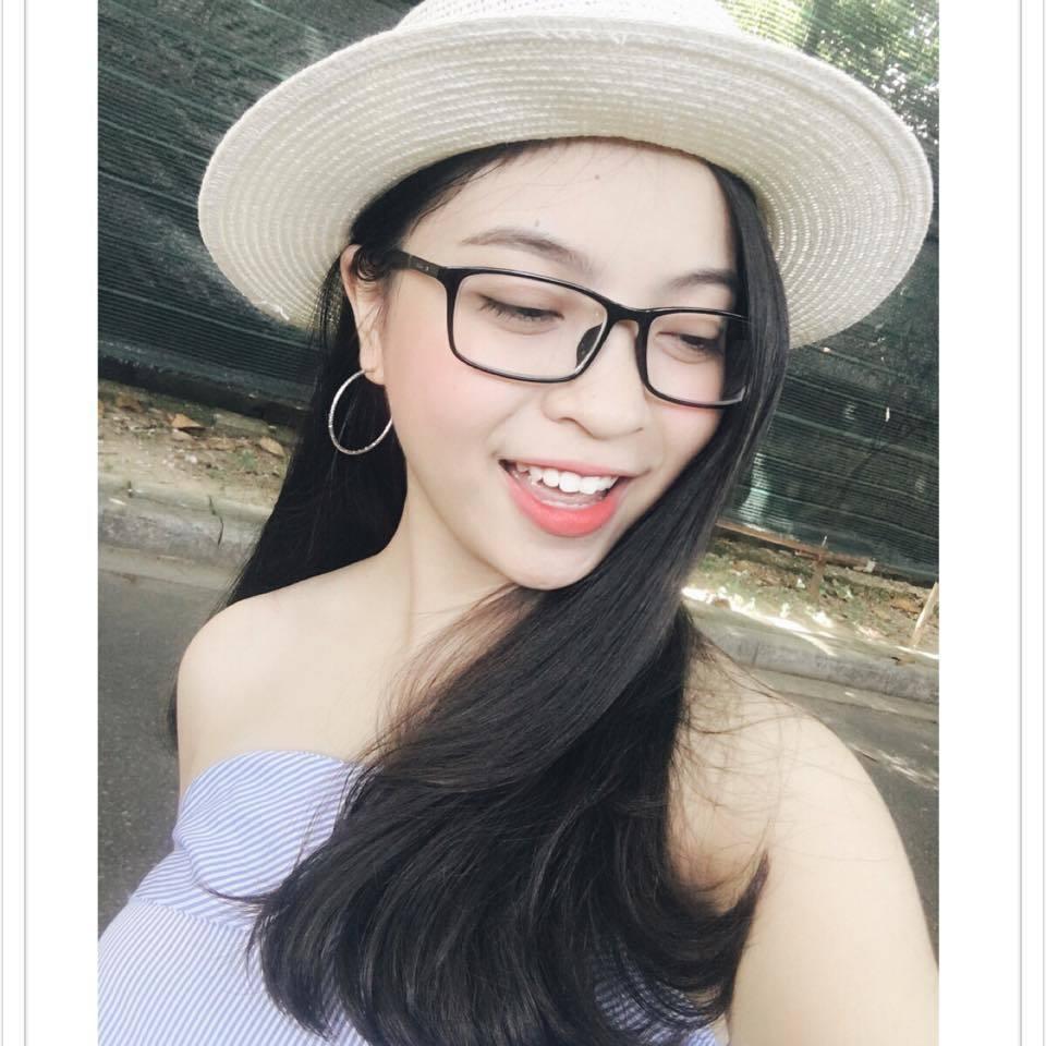 Bạn gái Quang Hải bị chỉ trích vì thích mặc đồ hở vai, thiếu vải