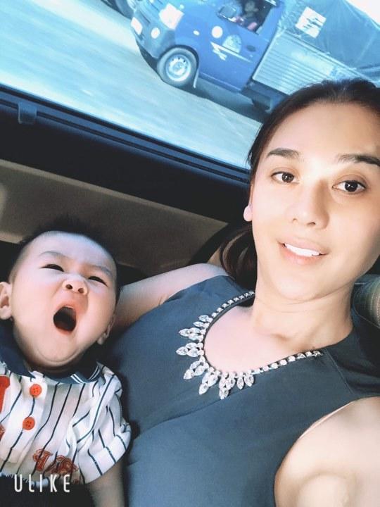 Lâm Khánh Chi sinh con từ tinh trùng lưu trữ trước chuyển giới: 'Bé rất giống bố'
