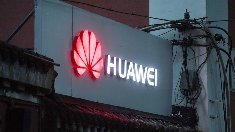 Anh tuyên bố có thể giảm thiểu rủi ro nếu dùng thiết bị của Huawei