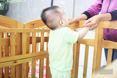 Cuộc điện thoại thay đổi số phận đứa trẻ sinh ra từ người mẹ tự tử