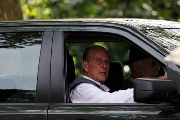 Lý do chồng Nữ hoàng Anh gây tai nạn ô tô nhưng thoát khởi tố