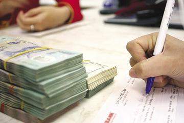 Lãi suất đồng loạt tăng mạnh: Tiền chảy mạnh, giật mình bất an