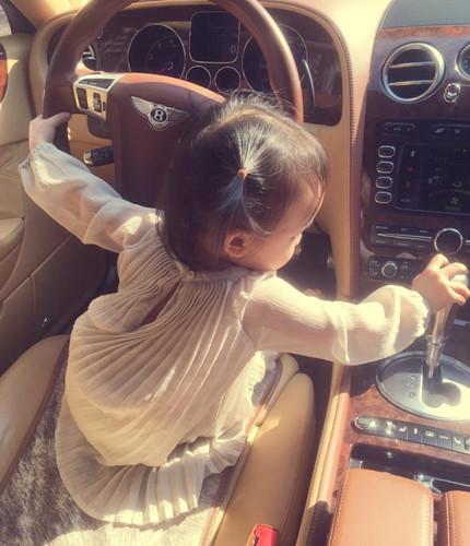 Sở hữu biệt thự 5 triệu đô, Huyền Baby giàu đến mức nào?