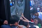 Lễ hội 'vỡ trận' còn bởi 'cánh tay nối dài'