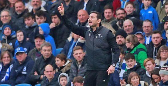 Chelsea họp sa thải Sarri, fan kêu gọi đưa Lampard lên thay