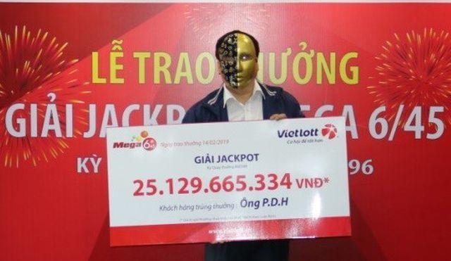 Hùn tiền triệu chơi vé số, trúng độc đắc 75 tỷ đồng