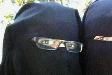 Ông Trump cấm cửa cô dâu IS hồi hương