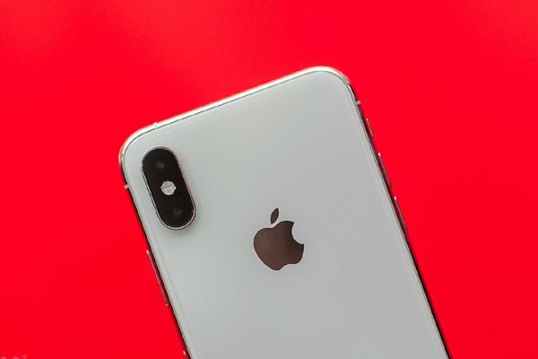 Apple chuyển chiến lược từ bán iPhone sang công nghệ và dịch vụ