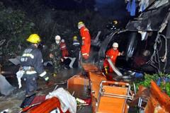 Xe buýt đấu đầu xe ben ở Bolivia, 24 người thiệt mạng
