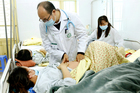 Sau sốt cao, cô gái Hà Nội viêm não nguy kịch do mắc sởi