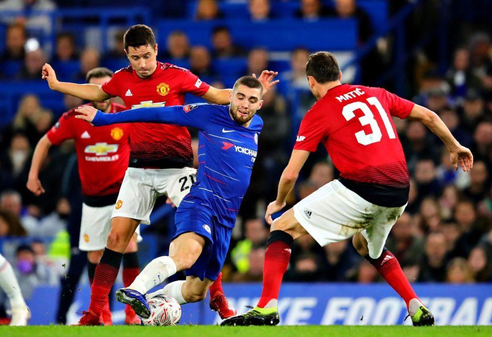 Ghi bàn loại Chelsea, Ander Herrera được MU thưởng lớn