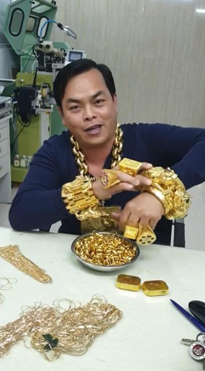 khoe của,đeo vàng