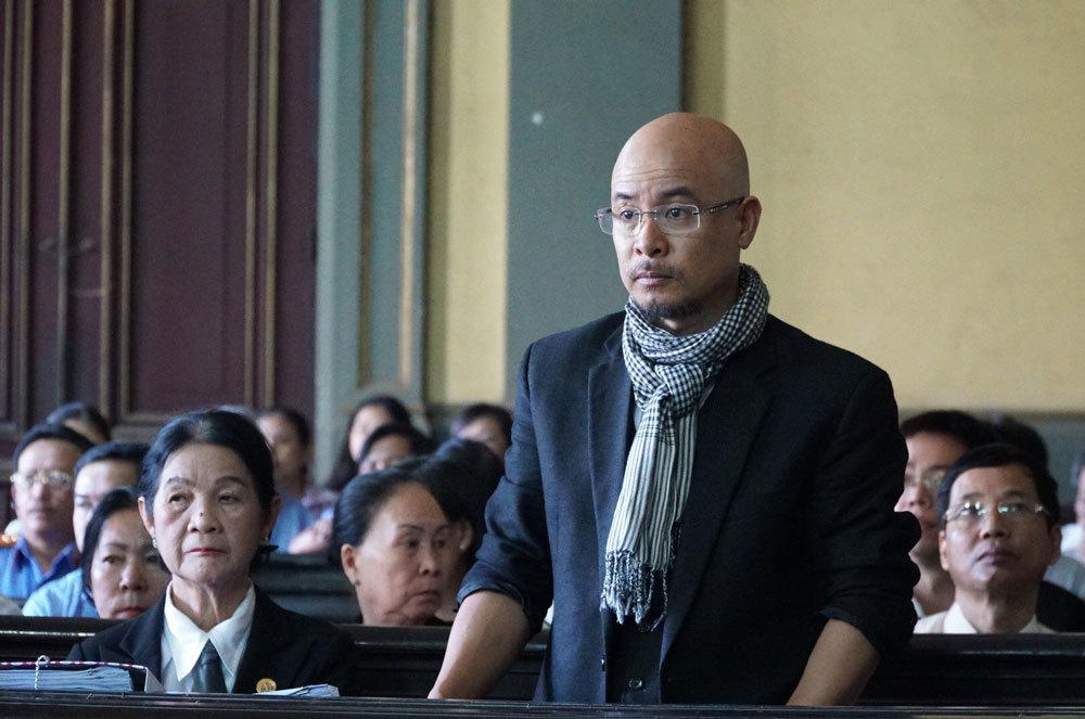Đầu năm, ông chủ Trung Nguyên ra tòa ly hôn vợ