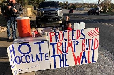 Bé trai quyên góp được 6.000 đôla cho ông Trump