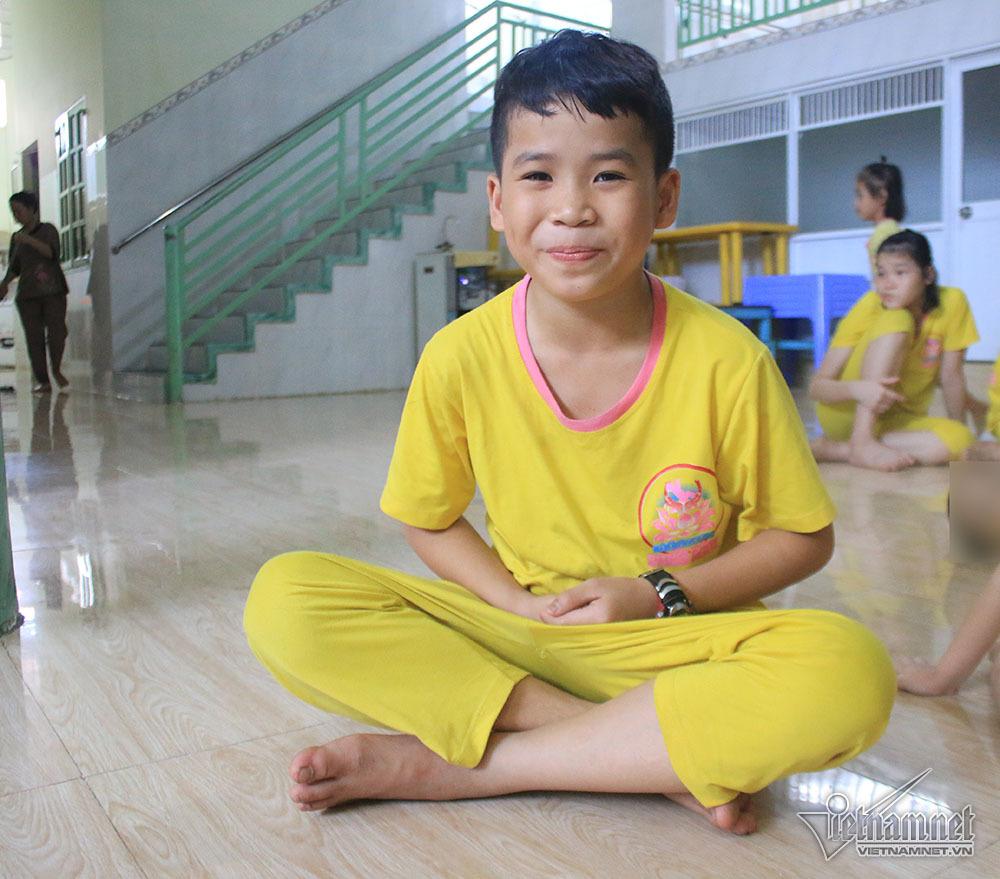 Con gái giám đốc Đồng Nai: 'Con bị bỏ rơi nhưng không trách bố mẹ ruột'