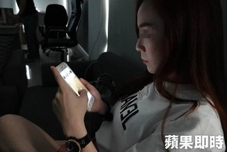 Bị thủng giác mạc vì để màn hình điện thoại sáng hết cỡ