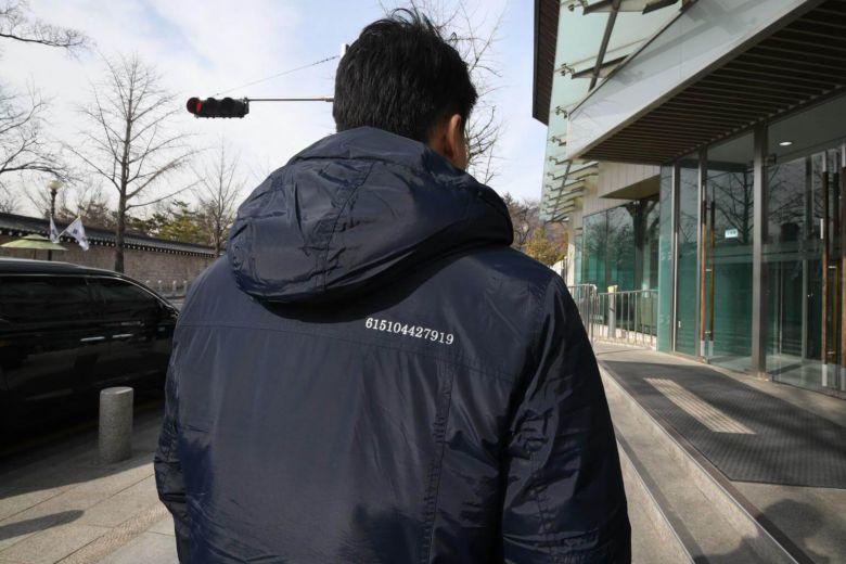 Dãy số bí ẩn trên áo quan chức Hàn trước hội nghị Trump-Kim