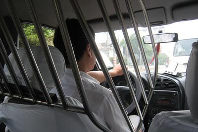 Những kiểu vách ngăn bảo vệ lái xe taxi khỏi bị cướp